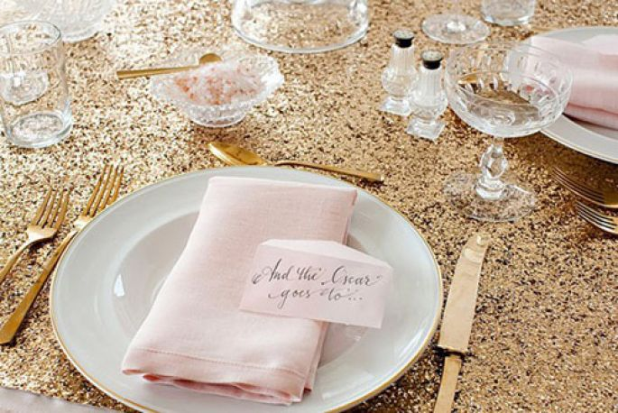 5_gold_glittery_table_linens_wedding_decor